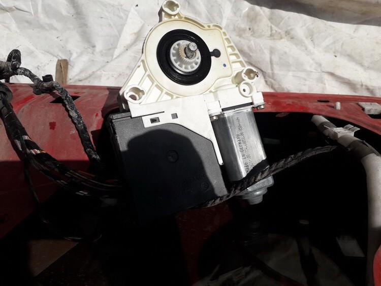 Duru lango pakelejo varikliukas P.D. Seat Altea 2004    2.0 USED