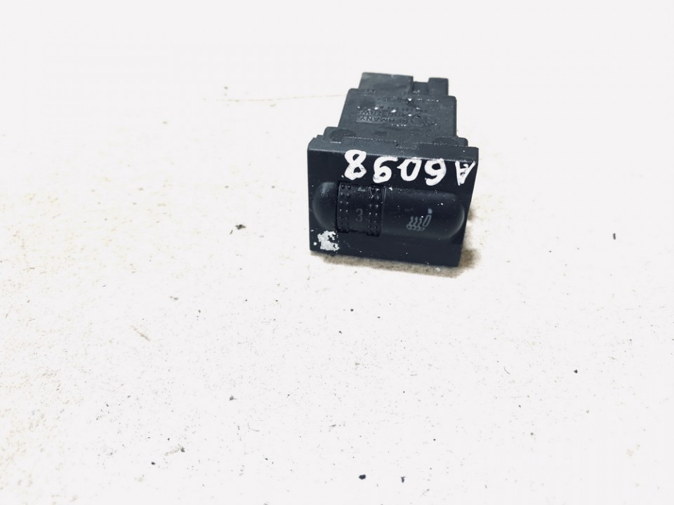 Sedyniu sildymo mygtukas Skoda Fabia 2001    1.4 6y0953563a