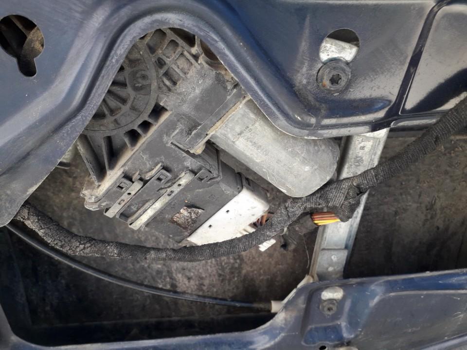 Duru lango pakelejo varikliukas G.D. Skoda Octavia 1997    1.9 USED