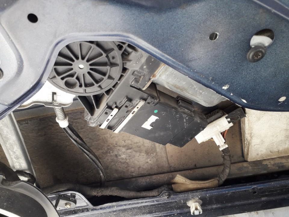 Duru lango pakelejo varikliukas P.D. Skoda Octavia 1997    1.9 USED
