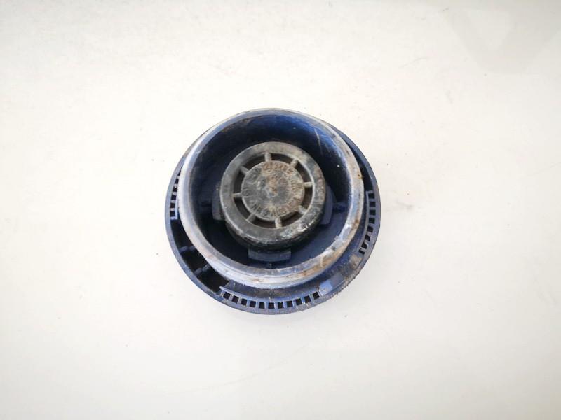 Dangtelis vandens radiatoriaus (dangtelis issipletimo bakelio) Volkswagen Golf 2003    0.0 1J0121321B