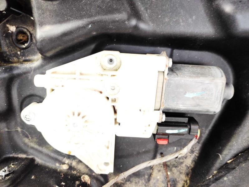 Duru lango pakelejo varikliukas G.D. Dodge Journey 2009    2.0 964368100