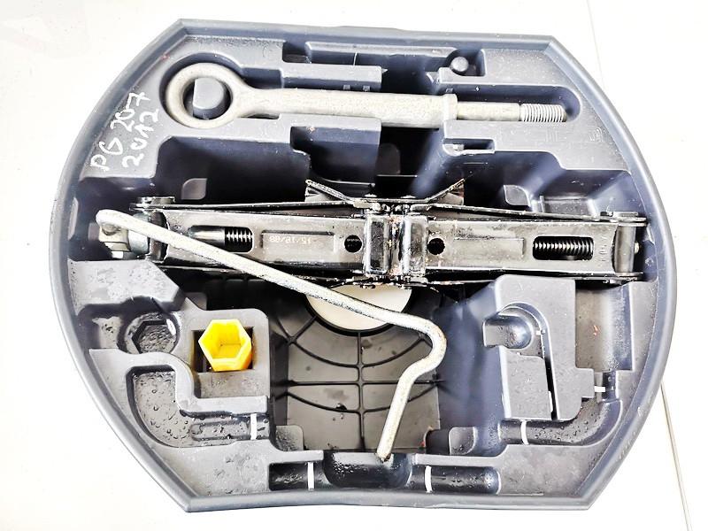 Tool kit Opel Astra 1996    1.7 used
