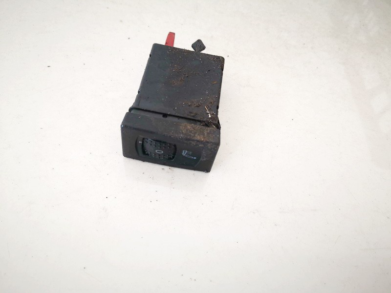 Sedyniu sildymo mygtukas Volkswagen Passat 1997    1.8 3b0963563g