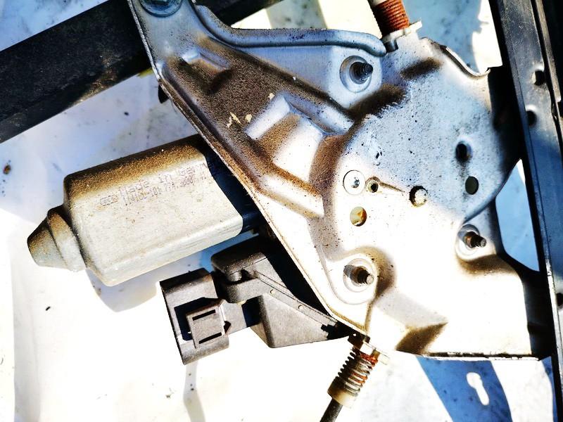 Duru lango pakelejo varikliukas P.D. Audi A6 1998    2.5 0536001401