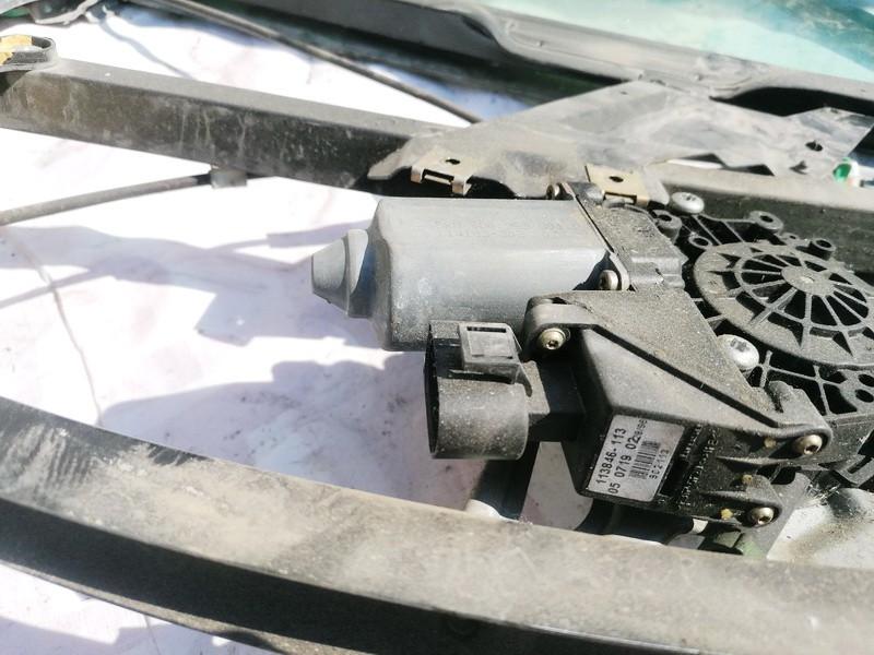 Duru lango pakelejo varikliukas P.D. Audi A4 1996    1.9 8D0959801D