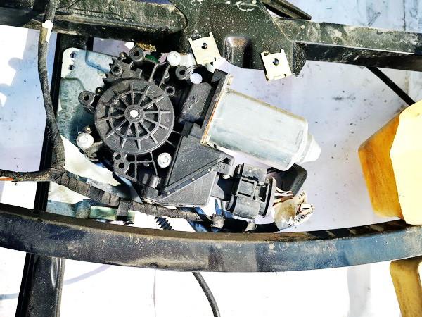 Duru lango pakelejo varikliukas P.D. Audi A4 1995    1.8 114182100