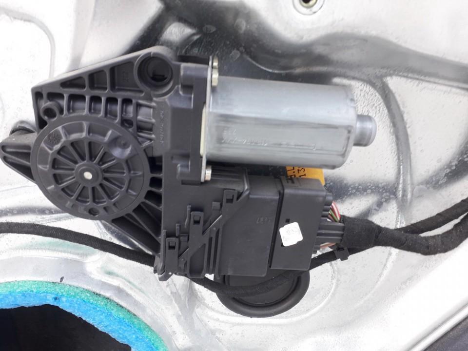 Duru lango pakelejo varikliukas G.D. Volkswagen Passat 1997    1.8 USED