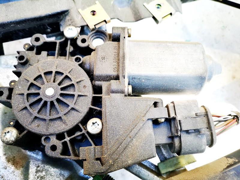 Duru lango pakelejo varikliukas P.D. Audi A4 1996    1.9 8d0959802d