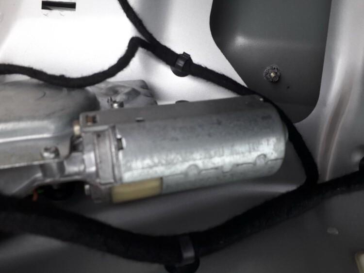 Galinio lango valytuvu varikliukas Mitsubishi Carisma 2003    1.9 USED