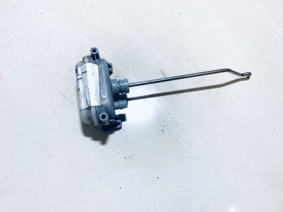 Duru uzrakto vakuumine pompele Volkswagen Golf 1998    1.9 1H9862159D