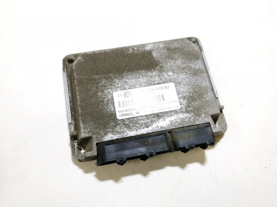ECU Engine Computer (Engine Control Unit) Volkswagen Golf 1998    1.6 06a906019bj