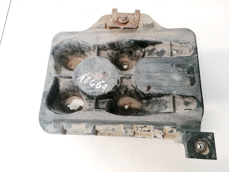 Battery Boxes - Trays Volkswagen Golf 1998    1.6 USED