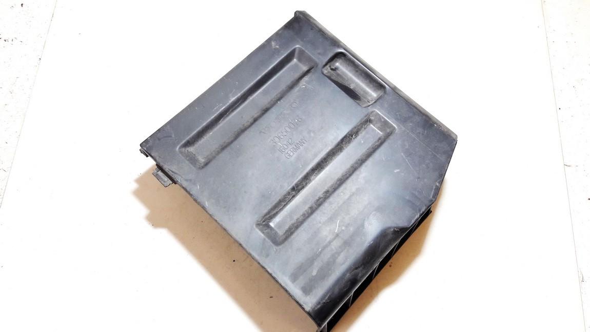 Air filter box Volvo V50 2004    2.4 30650076
