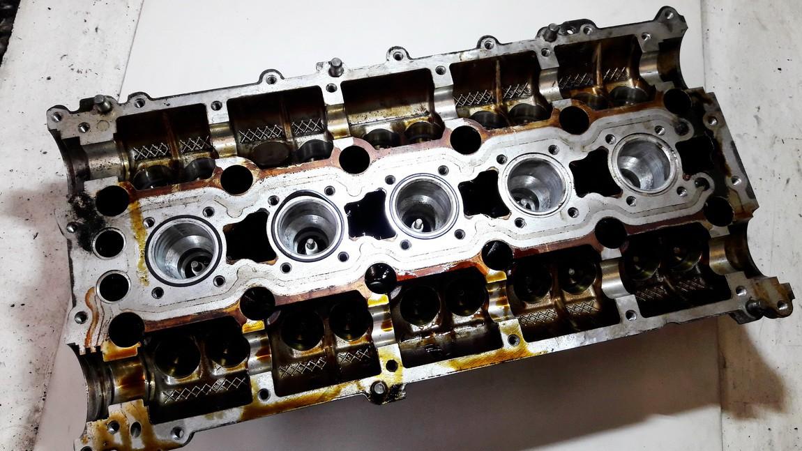 Variklio galvute Volvo V50 2004    2.4 8642289003