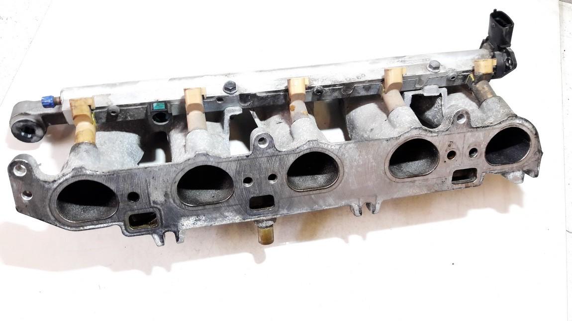 Isiurbimo kolektorius Volvo V50 2004    2.4 2900301951