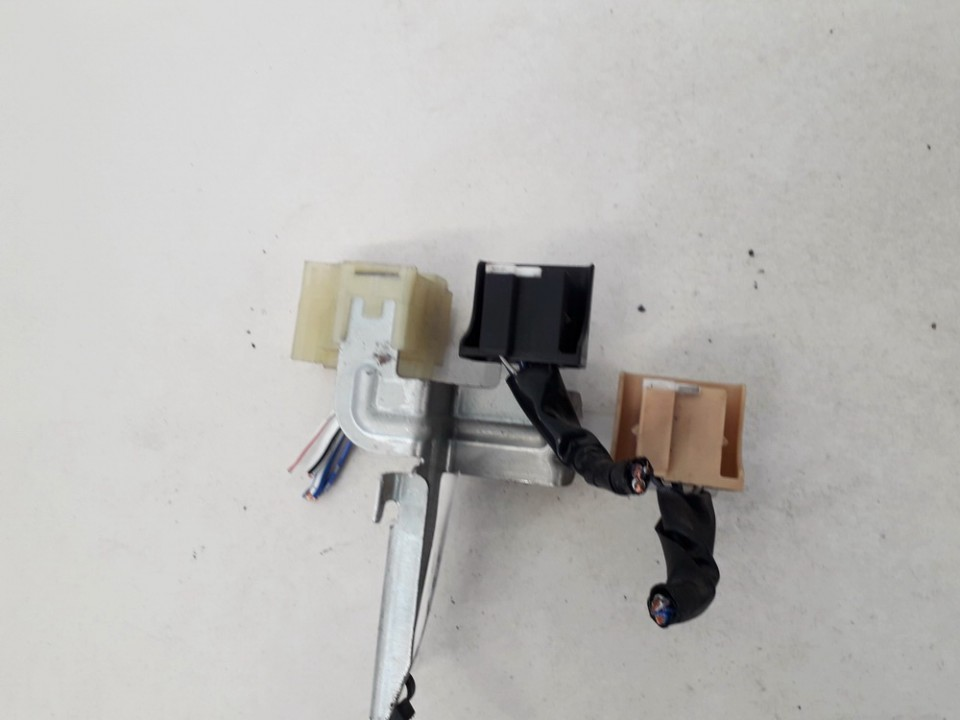 Connector Toyota Avensis Verso 2002    2.0 831LH