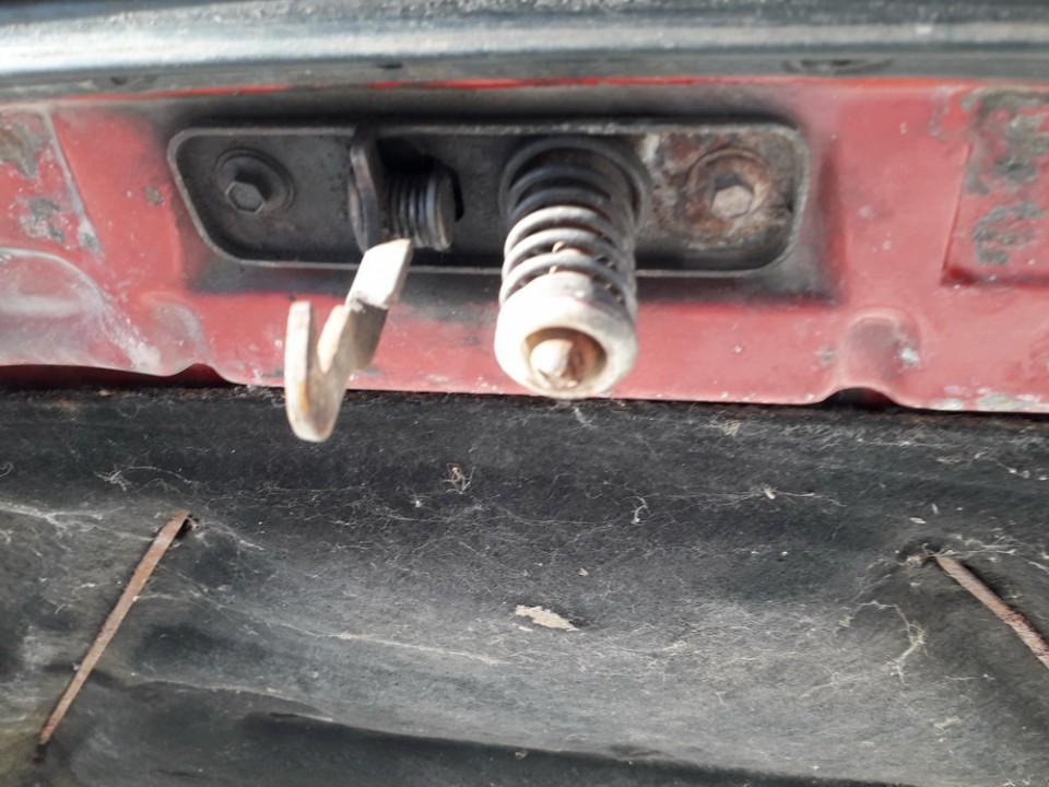 Kapoto spyna Volkswagen Golf 1989    1.3 USED