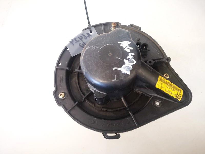 Salono ventiliatorius Audi A4 1995    1.8 8d2820021