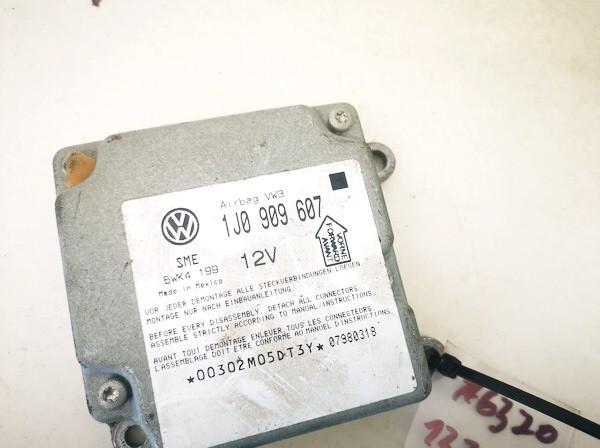 SRS AIRBAG KOMPIUTERIS - ORO PAGALVIU VALDYMO BLOKAS Volkswagen Passat 1998    1.8 1j0909607