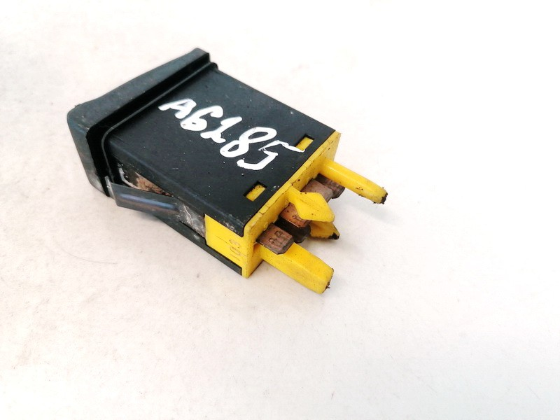 Ruko zibintu valdymo mygtukas Audi 80 1992    1.9 893941563