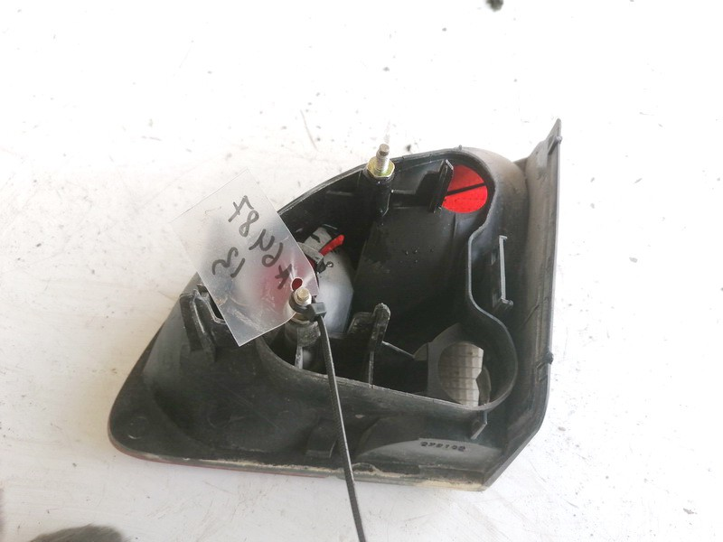 Galinio Dangcio zibintas G.K. (kapoto) Peugeot 406 2001    2.0 45504