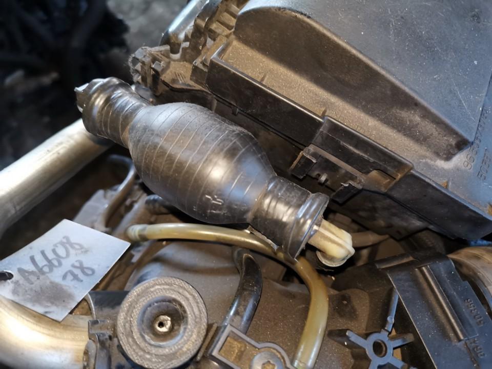 Fuel Primer Bulb Hand Pump Peugeot 206 2003    1.4 used