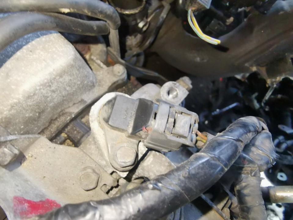 Virsutinis holo daviklis Mazda MPV 2003    2.0 used