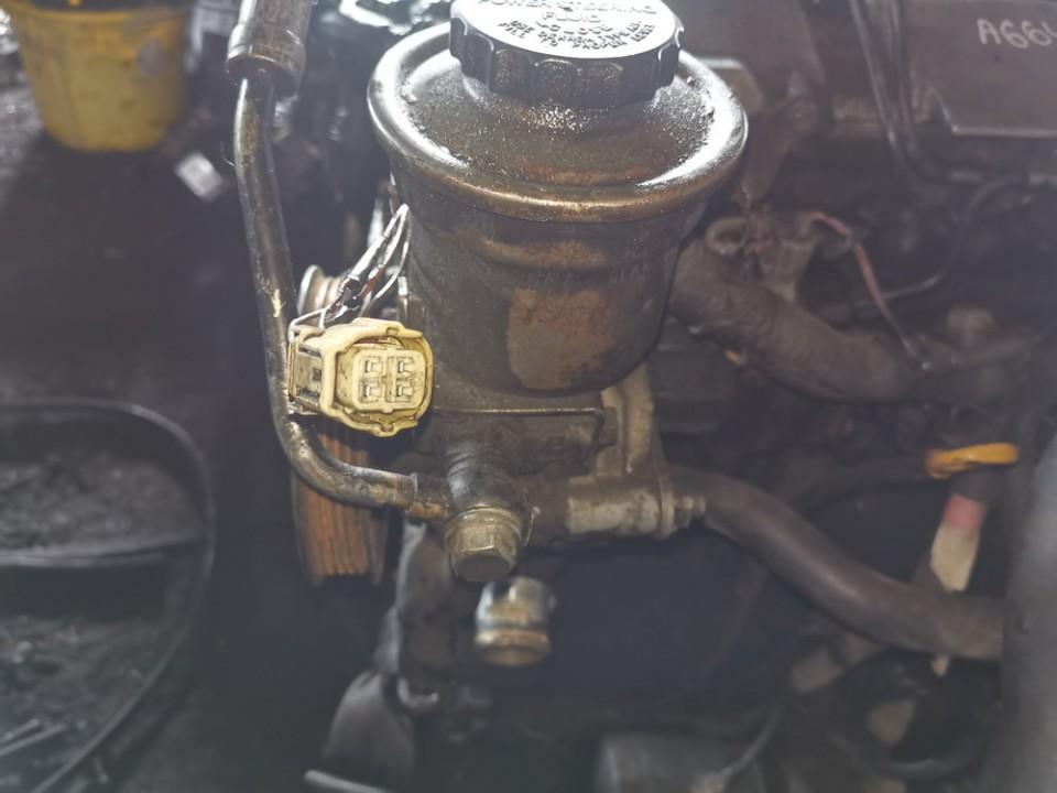 Vairo stiprintuvo siurblys Toyota Avensis Verso 2002    2.0 used