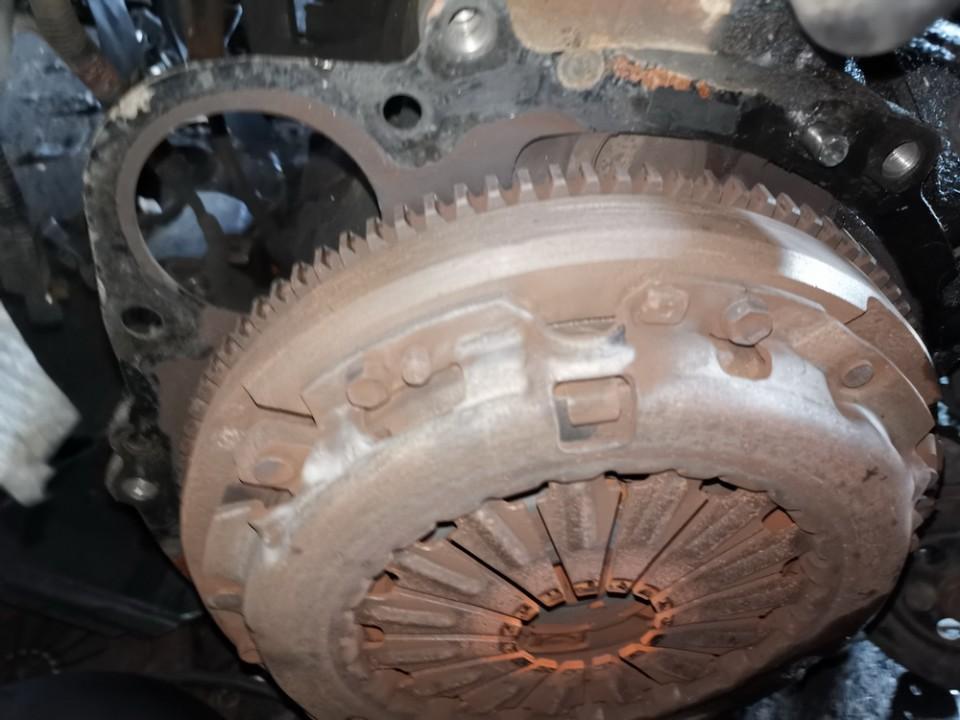 Sankabos komplektas Toyota Avensis Verso 2002    2.0 used