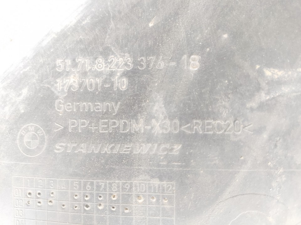 Posparnis P.D. BMW 7-Series 2002    3.0 5171822337618
