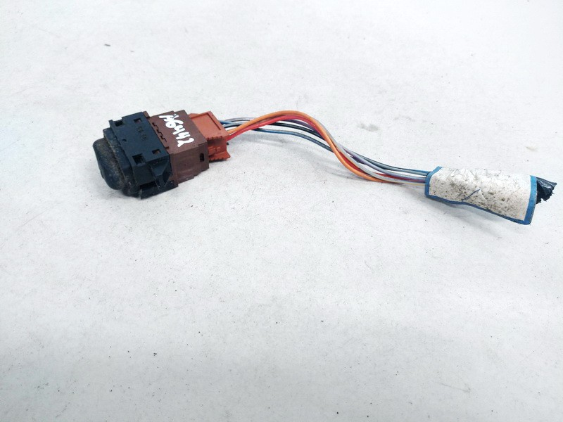 Duru uzrakto mygtukas Renault Laguna 1995    1.8 USED