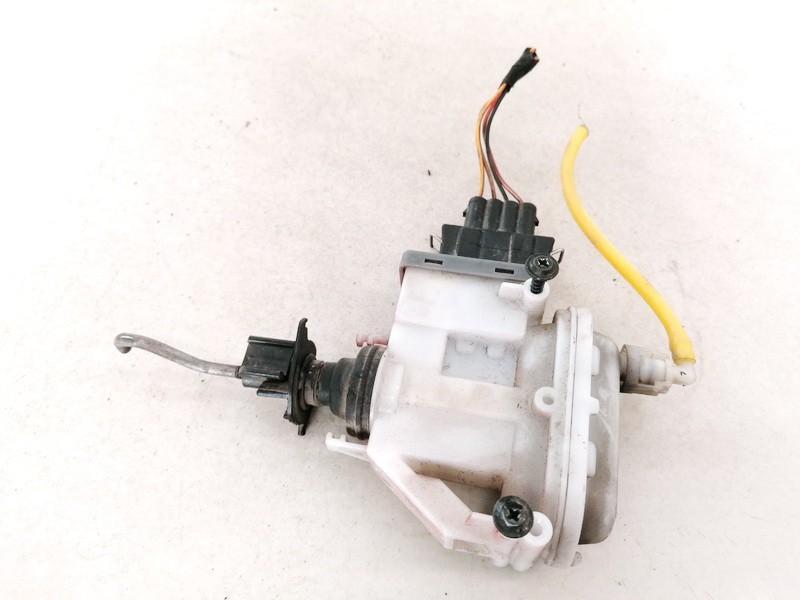 Centrinio duru uzrakto varikliukas Volkswagen Passat 1995    0.0 3A0862153B