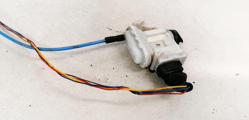 Duru uzrakto vakuumine pompele Volkswagen Passat 1992    1.9 357862153C