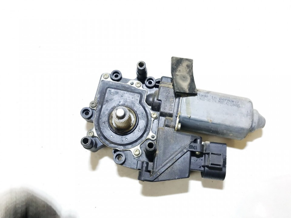 Duru lango pakelejo varikliukas P.K. Audi A6 2002    2.5 4b0959801