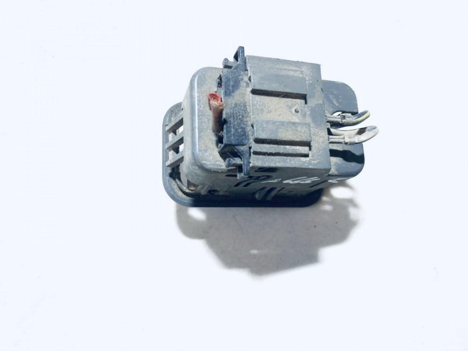 Cigareciu pridegiklis (prikurke) Audi A6 2002    2.5 4b0925071a
