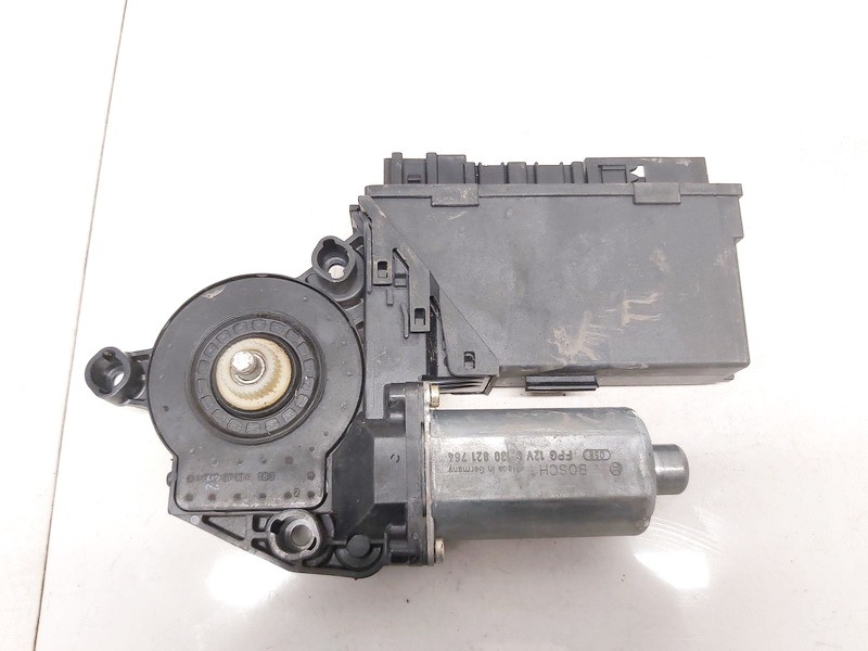 Duru lango pakelejo varikliukas P.D. Audi A4 2002    1.9 8e1959802b