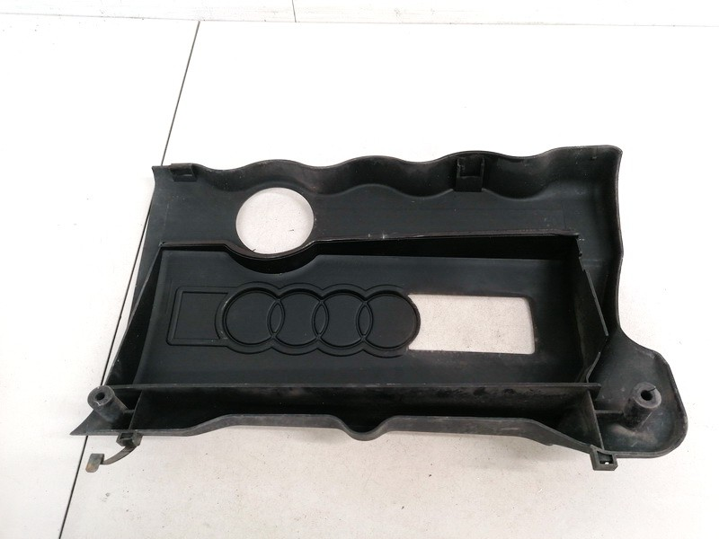 Variklio dekoratyvine apsauga Audi A4 1995    1.8 058103724C