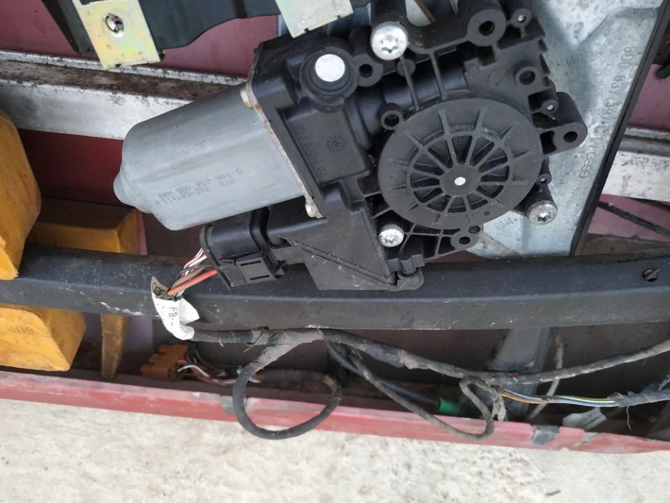 Duru lango pakelejo varikliukas P.K. Audi A4 1995    1.8 8d0959901d