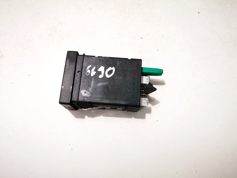 Sedyniu sildymo mygtukas Volkswagen Passat 1999    1.8 3b0963563c