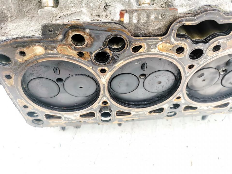 Variklio galvute Volkswagen Passat 2000    1.9 038103373