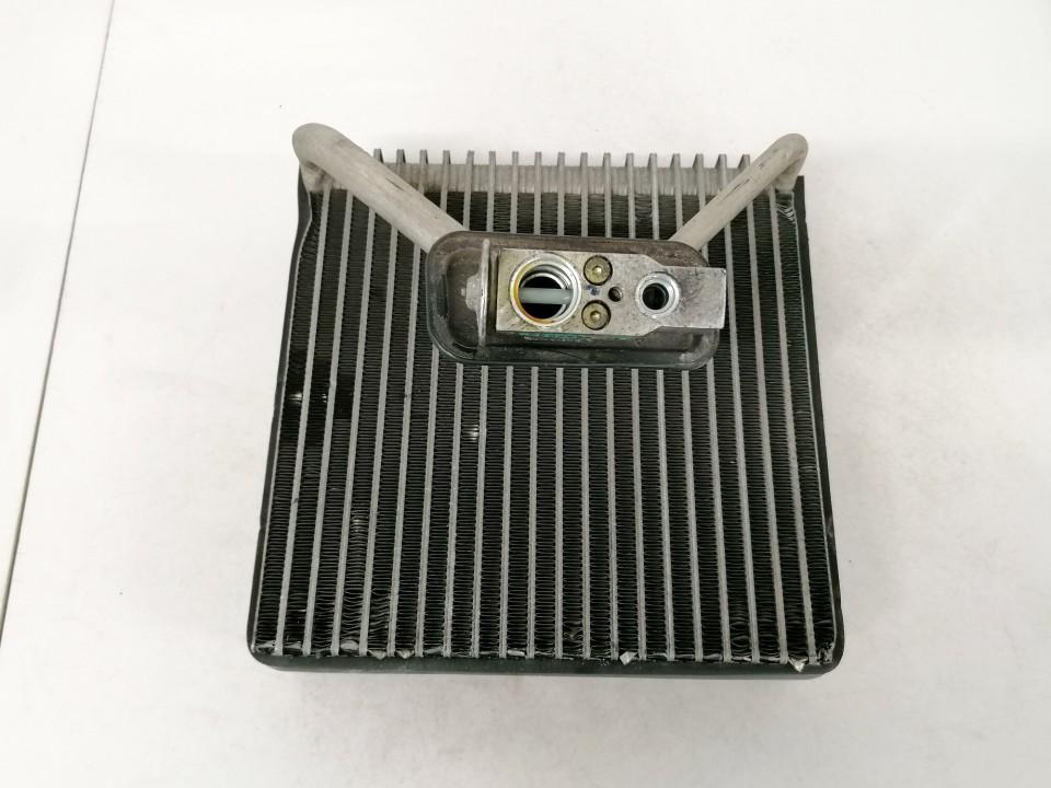Salono peciuko radiatorius Opel Meriva 2004    1.7 used