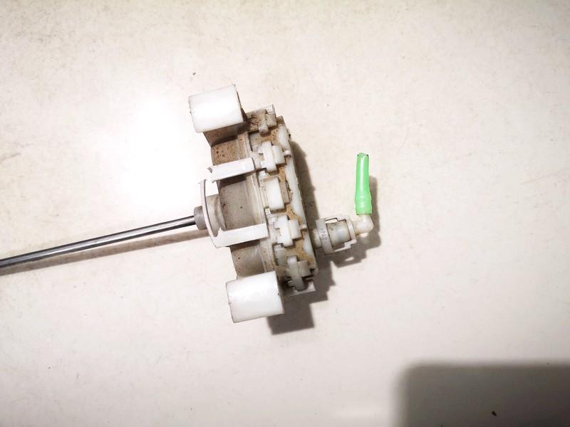 Duru uzrakto vakuumine pompele Audi A4 1995    1.8 8d0862153