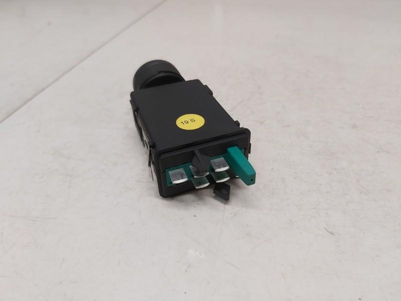 Sedyniu sildymo mygtukas Audi TT 2002    1.8 8n0963563b