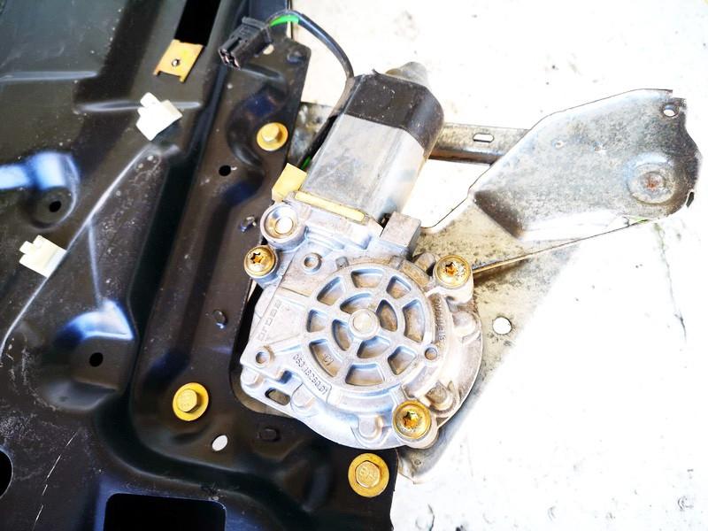 Duru lango pakelejo varikliukas G.D. Audi A6 1994    2.5 0531826001