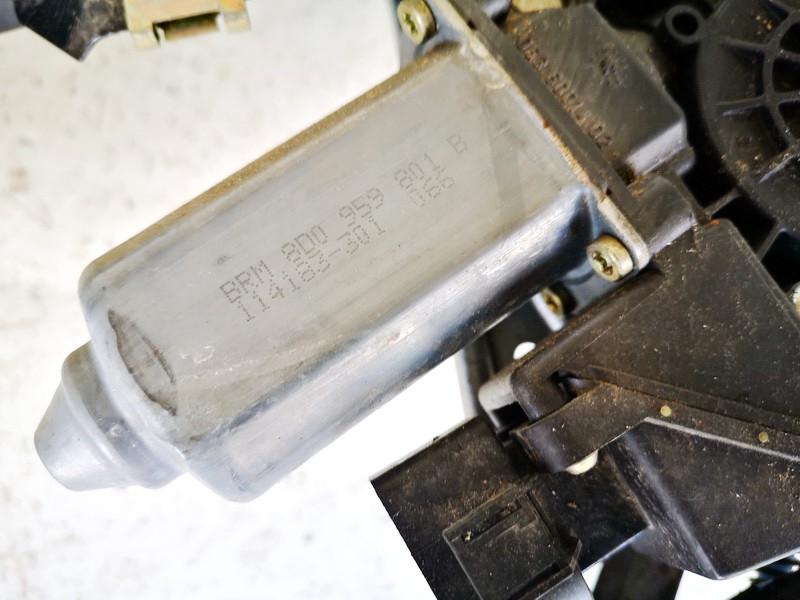 Duru lango pakelejo varikliukas P.K. Audi A4 1996    1.8 8d0959801b