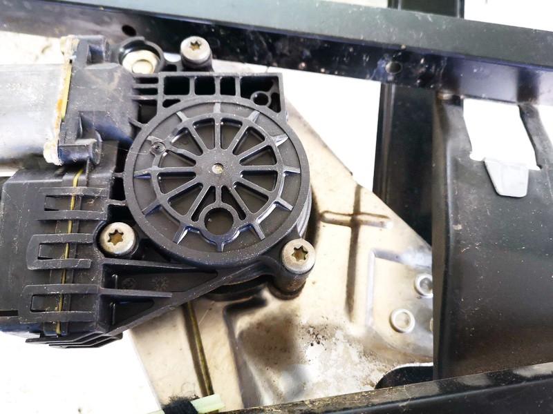 Duru lango pakelejo varikliukas G.D. Audi A6 1999    2.5 0130821785
