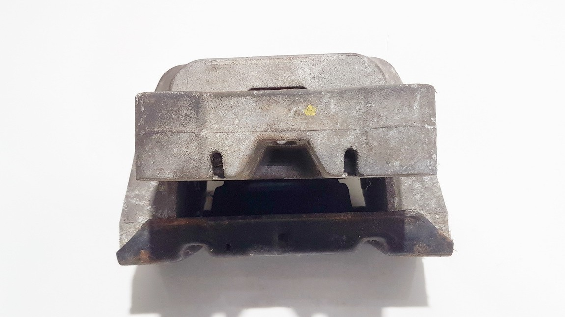Variklio pagalves bei Greiciu dezes pagalves Volkswagen Golf 2000    1.9 1j0199555aj