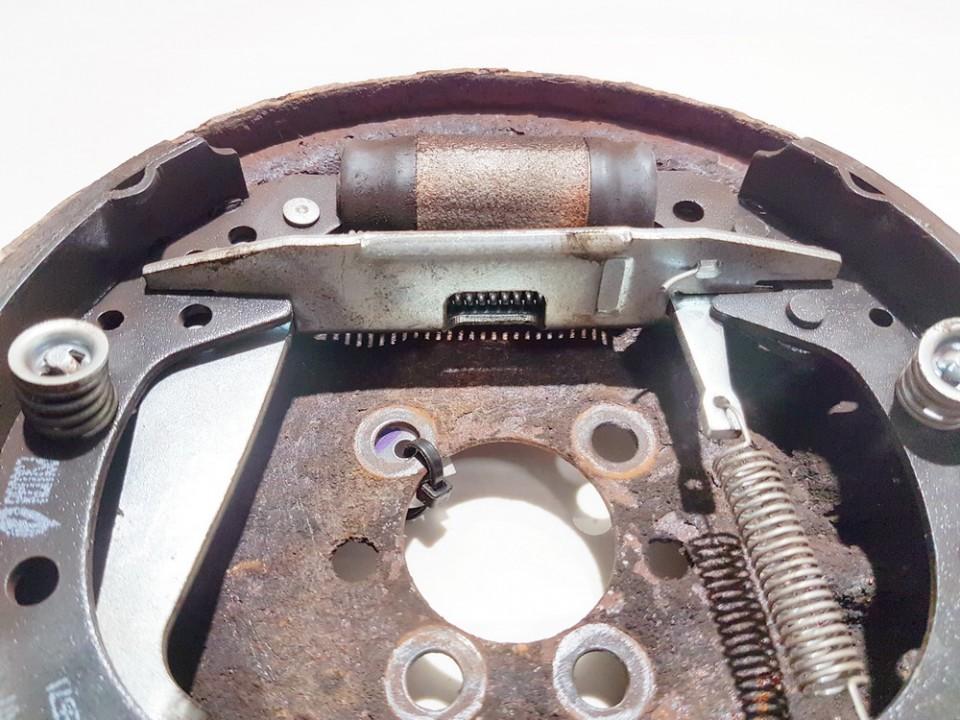 Rankinio stabdzio mechanizmas Audi 80 1989    1.8 90r01701004