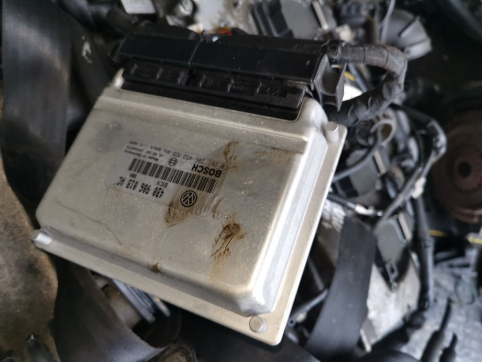 ECU Engine Computer (Engine Control Unit) Volkswagen Passat 1999    1.8 4b0906018ac